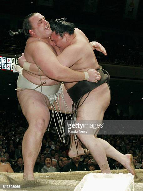 TOKYO Japan Yokozuna Hakuho pushes out ozeki Baruto to deny the Estonian a 15th win on the final day of the 15day New Year Grand Sumo Tournament at...