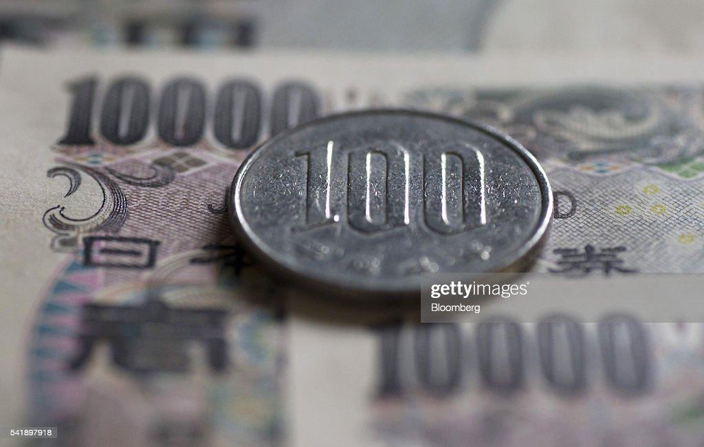 Stock of Japanese Yen and US Dollars Ahead of British EU Referendum Vote : News Photo