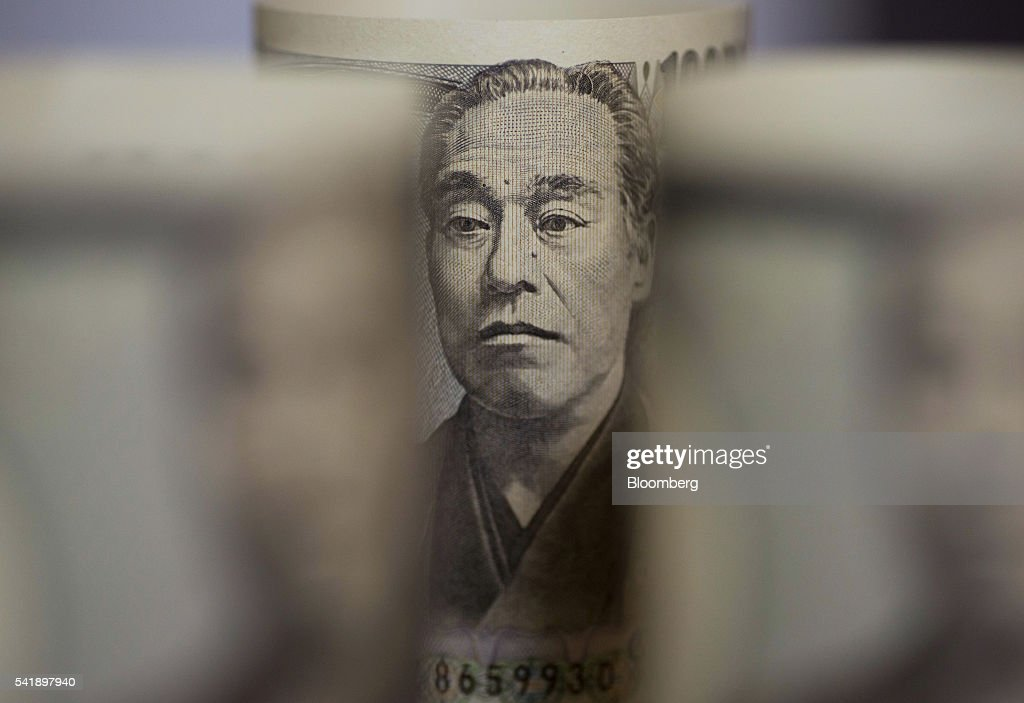 Japanese 10,000 yen banknotes are arranged for a photograph in Tokyo, Japan, on Monday, June 20, 2016. Japanese shares fell, with the Topix index dropping for the first time in three days, as the yen rose ahead of the U.K. decision on European Union membership and investors awaited testimony from Federal Reserve Chair Janet Yellen. Photographer: Tomohiro Ohsumi/Bloomberg via Getty Images