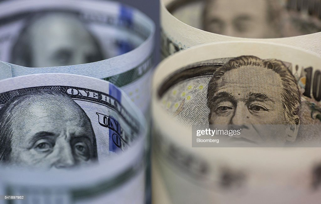 Japanese 10,000 yen, left, and U.S. 100 dollar banknotes are arranged for a photograph in Tokyo, Japan, on Monday, June 20, 2016. Japanese shares fell, with the Topix index dropping for the first time in three days, as the yen rose ahead of the U.K. decision on European Union membership and investors awaited testimony from Federal Reserve Chair Janet Yellen. Photographer: Tomohiro Ohsumi/Bloomberg via Getty Images