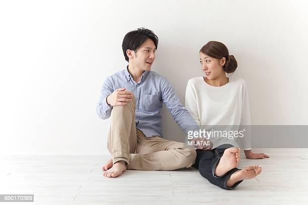 japanese a couple of newlywed - チノパンツ ストックフォトと画像