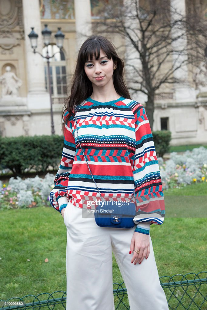 Street Style - Day 3 - Paris Fashion Week : Haute Couture S/S 2016 : News Photo