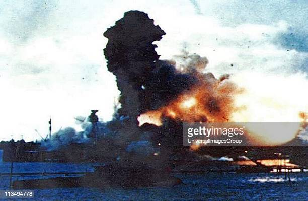 Pearl Harbour Japanese air attack sinks the USS Arizona 1941