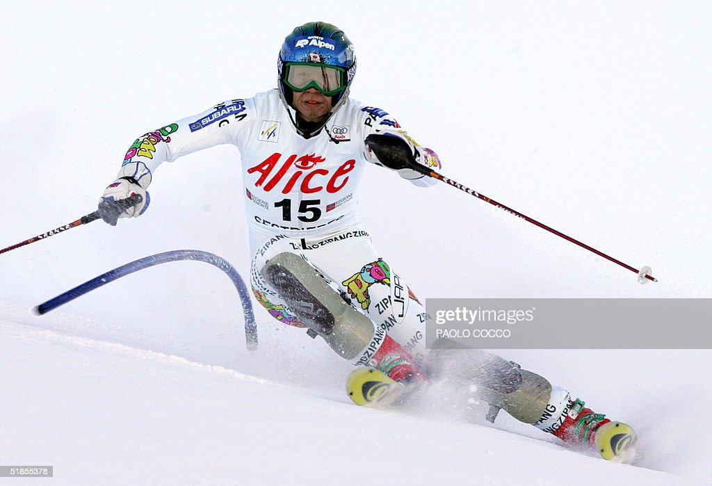 Japanese Akira Sasaki skies to a fifth place in the World Cup men's slalom competition in Sestriere 13 December 2004. U.S. Bode Miller won the competition while Switzerland's Silvan Zurbriggen was second and Finnish Kalle Palander third. AFP PHOTO/Paolo COCCO