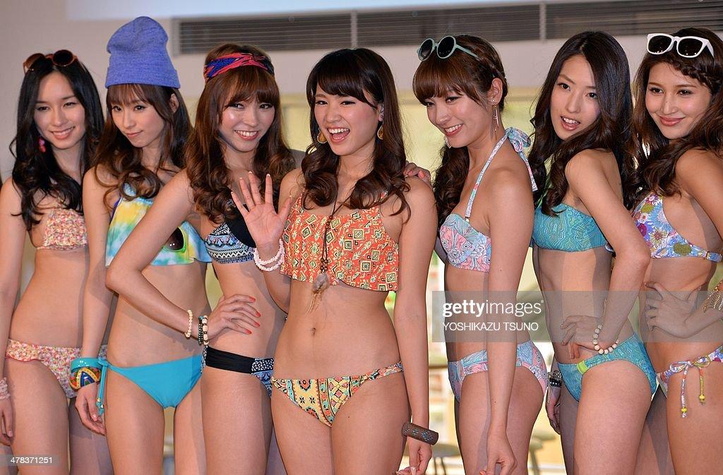 Capítulo 2: As Seitas - Página 4 Japanese-apparel-maker-sanais-new-campaign-girl-ikumi-hisamatsu-and-picture-id478371251