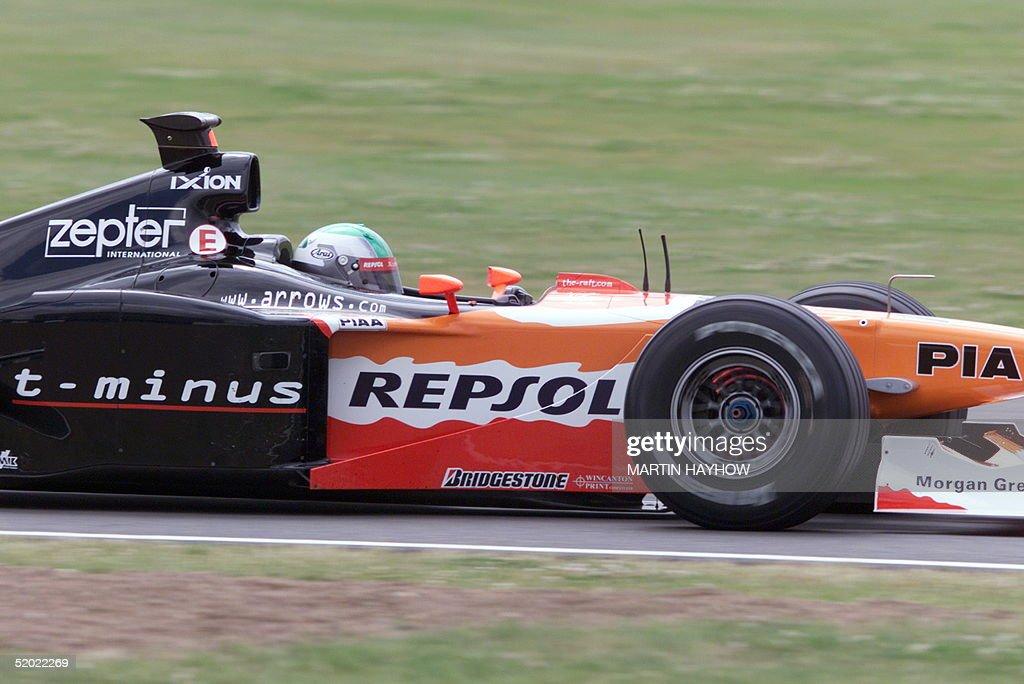Japanese Arrows driver Toranosuke Takagi speeds hi : News Photo