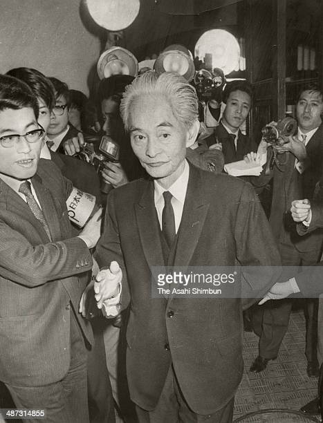 Japanese author Yasunari Kawabata arrives at the Japanese Self Defense force office as author Yukio Mishima committed suicide on November 25 1970 in...
