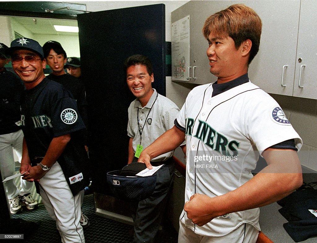Japanese baseball player Nobuyuki Ebisu(R) flexes : News Photo