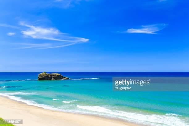 japanese beautiful blue sea - 鳥取県 無人 ストックフォトと画像