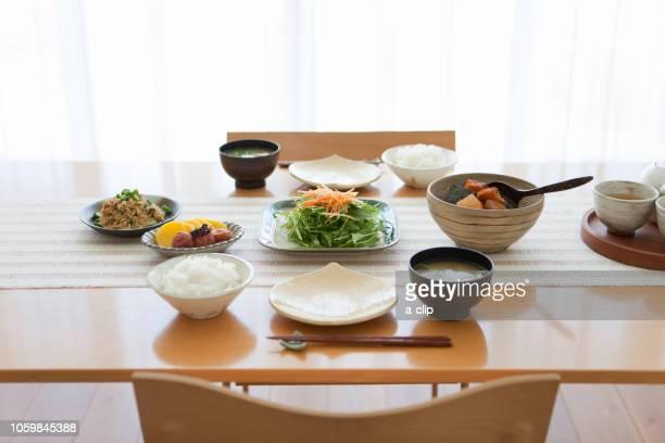 japanese breakfast - washoku fotografías e imágenes de stock