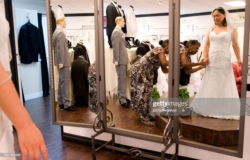 Vegas Style Weddings Pictures Getty Images