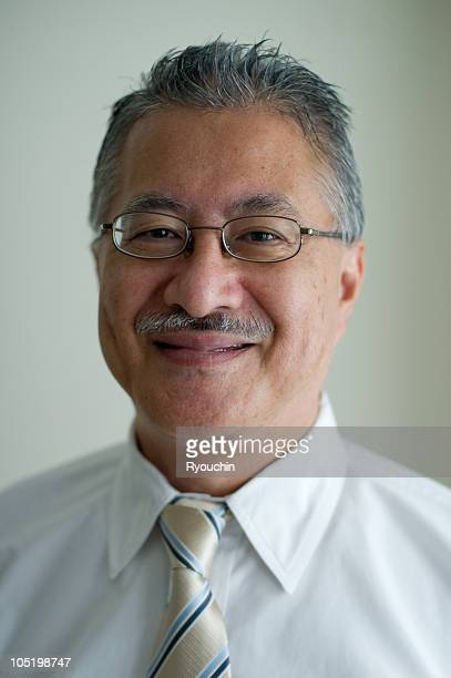 japanese business man in the office - 60代 ストックフォトと画像
