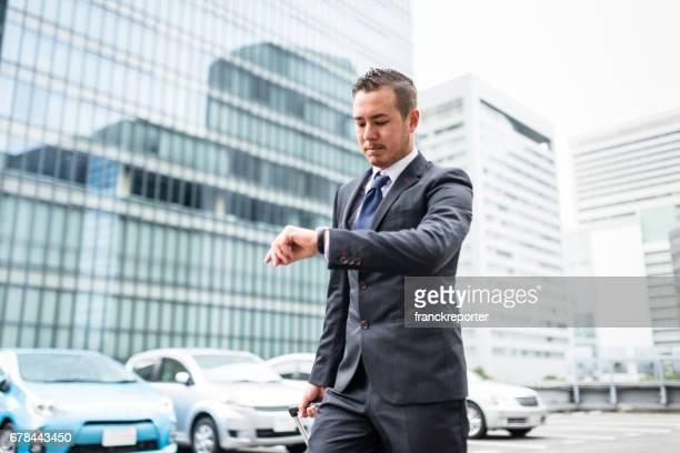 日本のビジネスの男性と都市の荷物 - 忙しい ストックフォトと画像