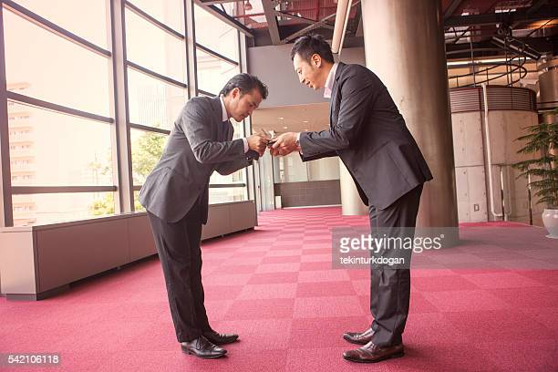日本のビジネスパートナーで京都、日本 名刺サイズ を交換する