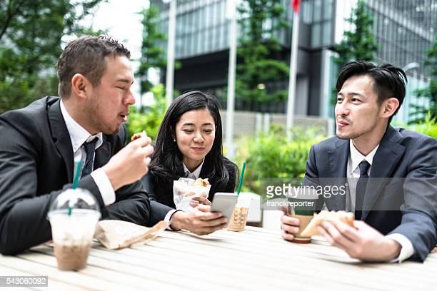 日本の実業家てランチ休憩 - 昼食 ストックフォトと画像