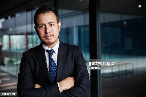 オフィスで日本のビジネスマン