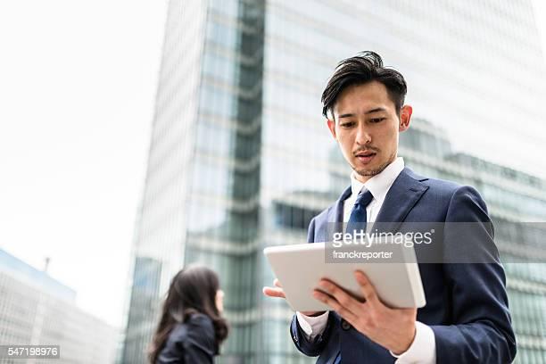 Hombres de negocios japonés de Osaka en la calle