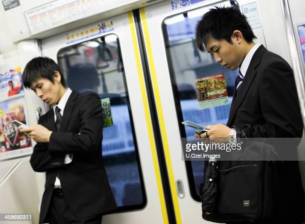 japanischer geschäftsleute - u bahn stock-fotos und bilder