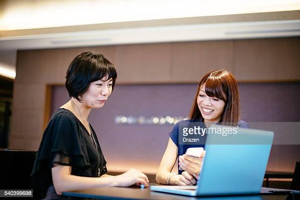 日本 実業家 テクノロジーを使用して迅速なコミュニケーション