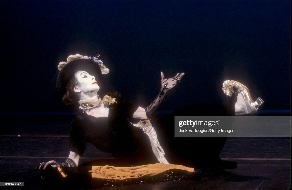 Japanese Butoh dancer Kazuo Ohno performs his 'Admiring La