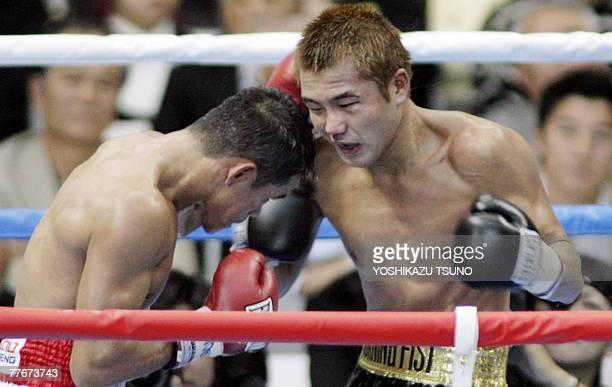 Japanese champion Takefumi Sakata and Thai challenger Denkaosan Kaoeichit exchange fights during the WBA flyweight title match in Saitama 04 November...
