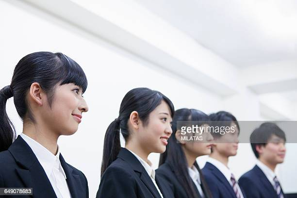 japanese college students to receive the interview - 職探し ストックフォトと画像