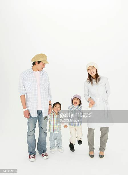 japanese couple holding child's hands - 4人 ストックフォトと画像
