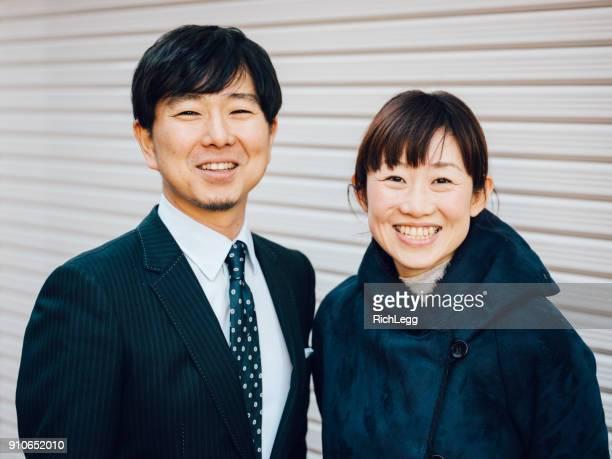 日本のカップルの肖像画 - 40代 ストックフォトと画像