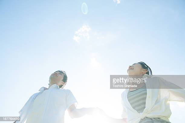 A Japanese couple runnning over with shakehand
