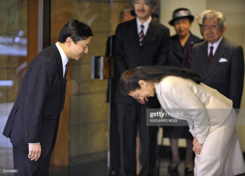 Japanese Crown Princess Masako (R) bows as she sees off her husband Crown Prince Naruhito (L) at the entrance of their residence, the Togu Palace, in Tokyo on March 6, 2010 while royal family members look on (in background). Naruhito will start a 10-day visit to Ghana and Kenya at the invitation of their governments. AFP PHOTO / Kazuhiro NOGI