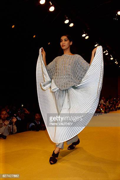 Japanese designer Issey Miyake shows his 1985 spring-summer women's ready-to-wear line in Paris. The model is wearing a pleated skirt with a loose...