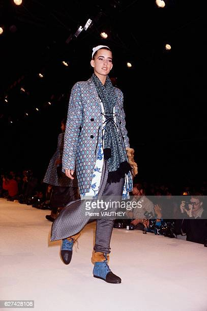 Japanese designer Yohji Yamamoto shows his 1985-1986 fall-winter women's ready-to-wear line in Paris. The model is wearing a layered outfit, topped...