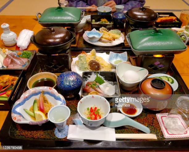 japanese diner served for two people in a traditional japanese hotel (ryokan) - 宿屋 ストックフォトと画像