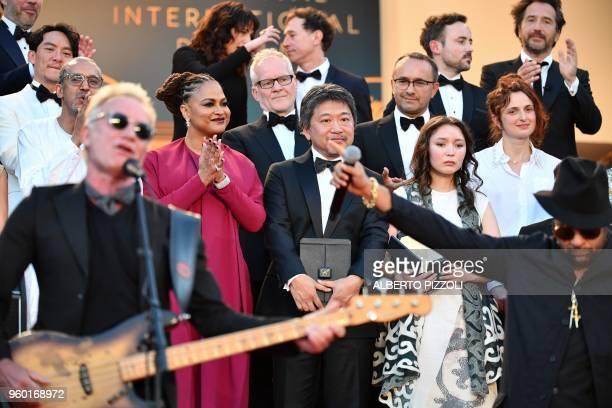 Japanese director Hirokazu KoreEda and Kazakh actress Samal Yeslyamova C R attend on May 19 2018 a performance on the red carpet by British musician...