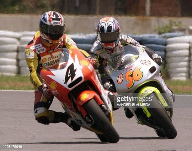 Japanese driver Tohru Ukawa of team Honda Shell takes a curve with Japan's Shinya Nakano of team Yamaha Chesterfield during the 250cc race at the...