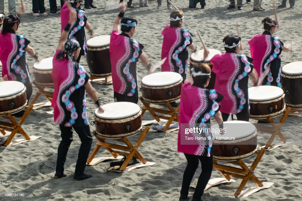 Japanese drum on the winter beach for coming-of-age ceremony in Japan : Stockfoto