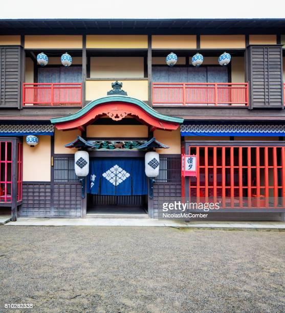 日本の江戸村イン外装映画東映京都で設定 - 宿屋 ストックフォトと画像