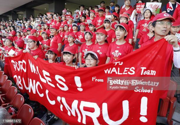 Japanese elementary school children sing at a welcome ceremony for Wales players on Sept. 16 in Kitakyushu, their camp site host in southwestern...