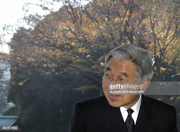 Japanese Emperor Akihito bids farewell to Russian President Vladimir Putin aftert hteir meeting at the palace in Tokyo, 22 November 2005. Putin...