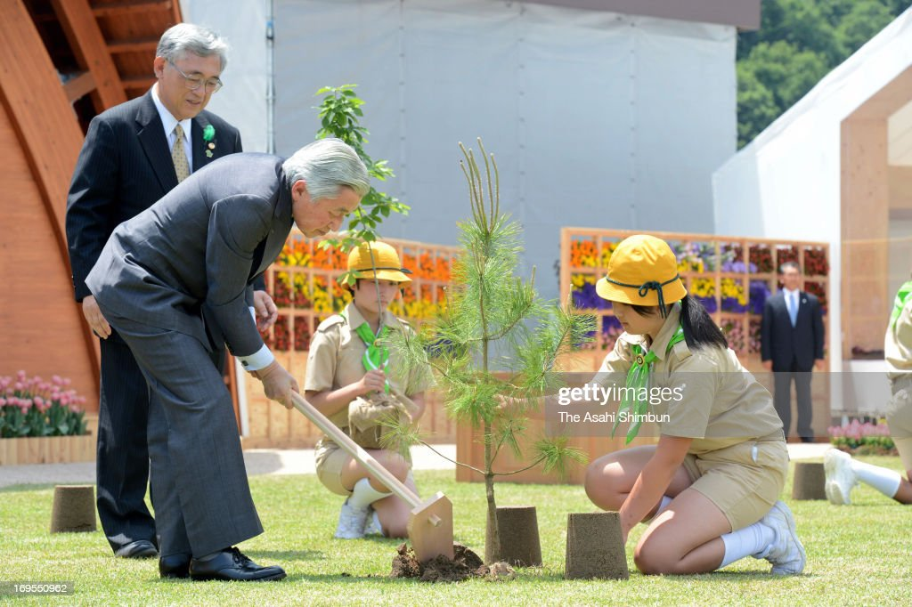 Japanese Emperor Akihito (L) plants a young tree at the annual national tree planting festival at Tottori Hanakairo Flower Park on May 26, 2013 in Nanbu, Tottori, Japan.
