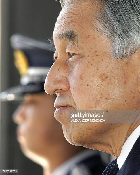 Japanese Emperor Akihito waits for Russian President Vladimir Putin at the stairs of his palace in Tokyo, 22 November 2005, prior to their meeting....