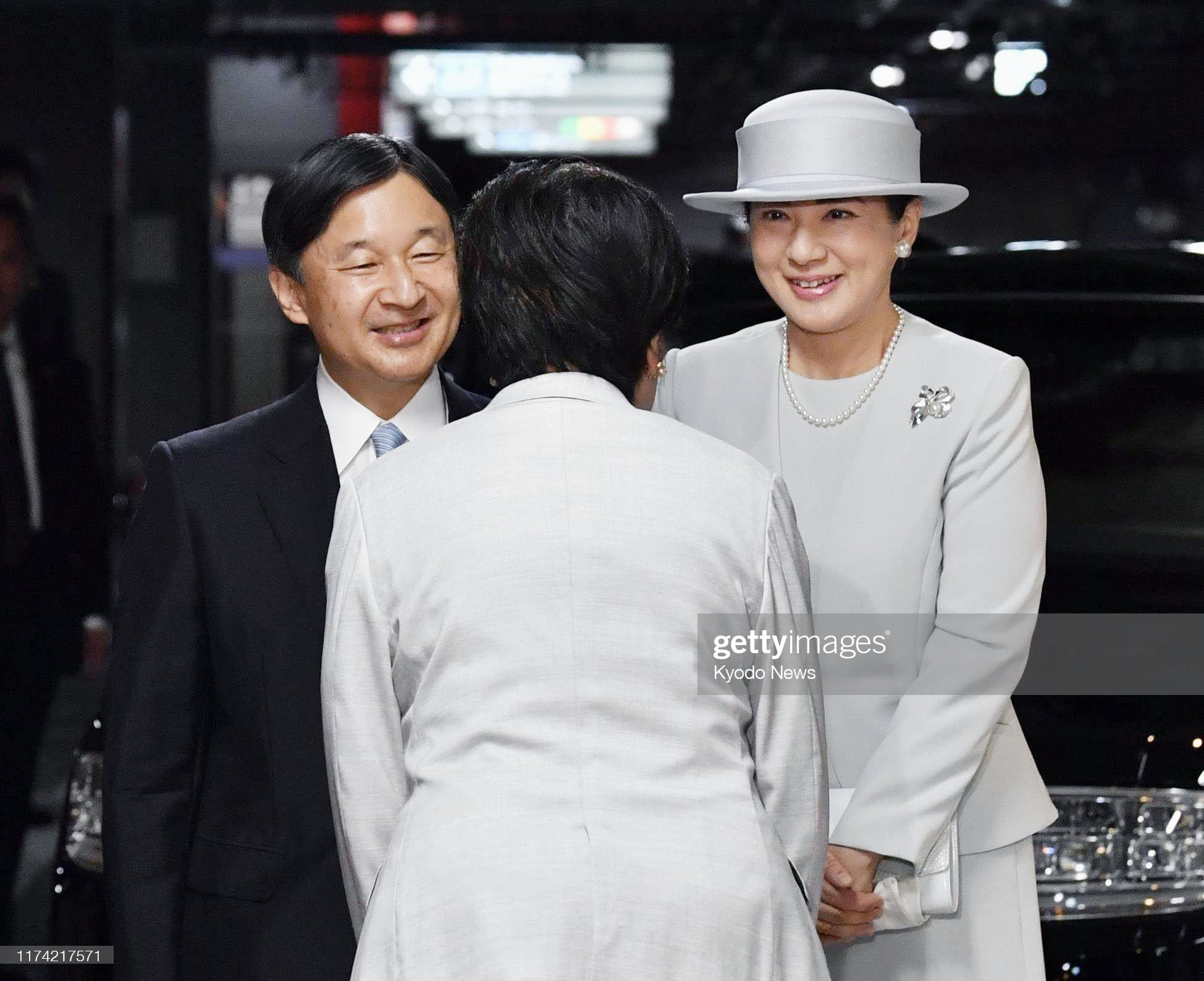 japanese-emperor-naruhito-and-empress-masako-are-welcomed-by-tokyo-picture-id1174217571