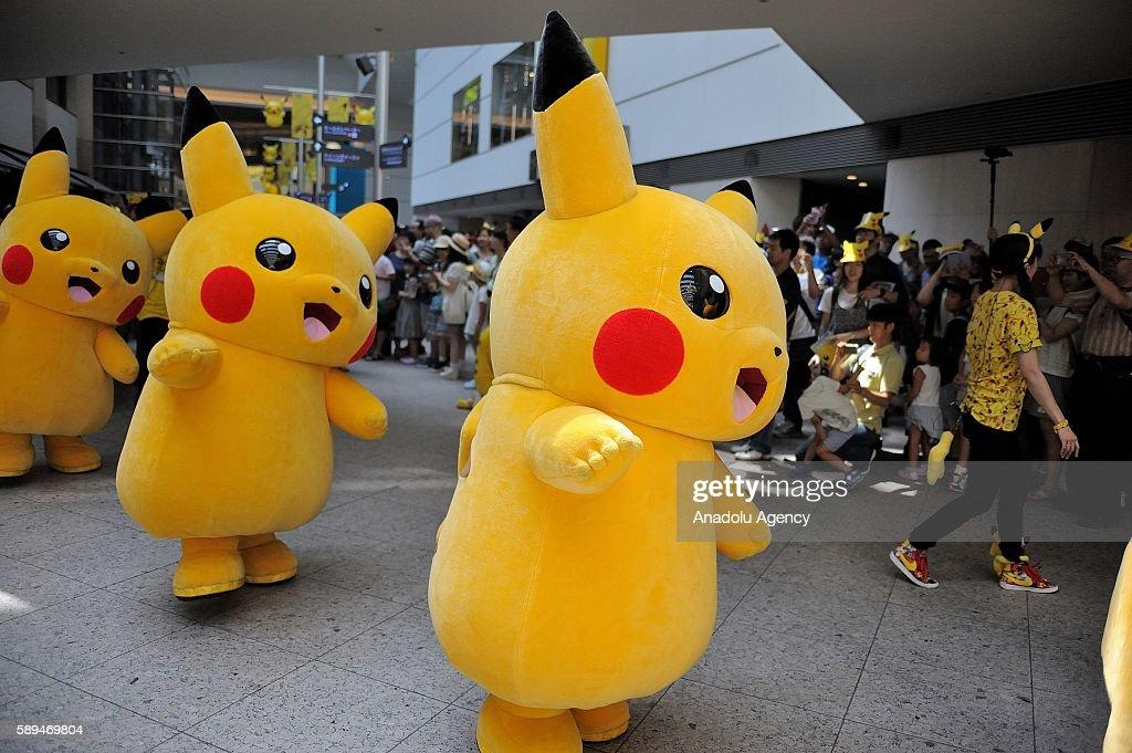 Japanese enjoy Popular Pokemon event : News Photo