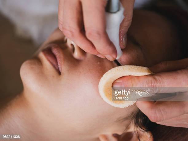 japanese facial treatment - body massage japan stock pictures, royalty-free photos & images