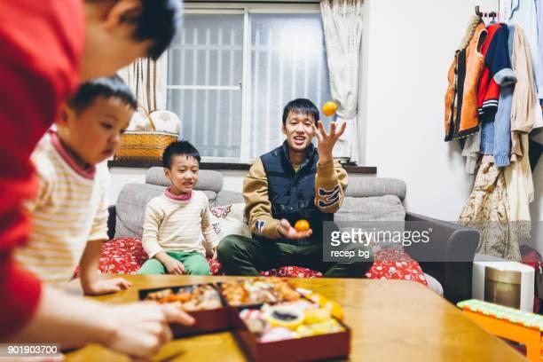 日本の家族の夕食の準備