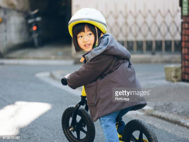 日本の家庭生活 - スポーツヘルメット ストックフォトと画像