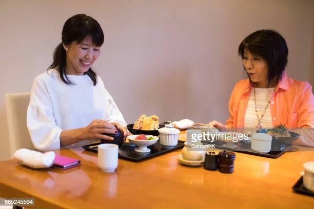 日本女性の友人のレストランで昼食