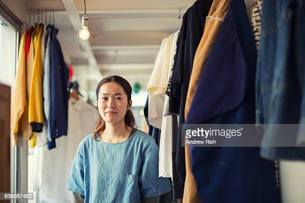 japanese female resale shop owner in her store - 服装 ストックフォトと画像