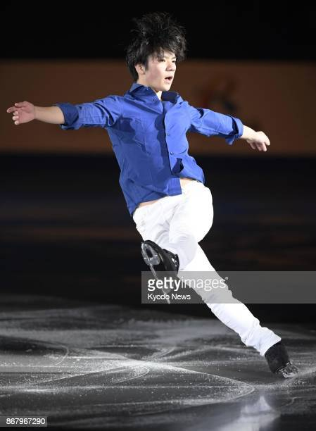 Japanese figure skater Shoma Uno performs his exhibition program following the Skate Canada International in Regina on Oct 29 2017 The world silver...