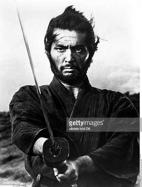 Japanese films Samurai with sword scene from the movie 'Harakiri' director Masaki Kobayashi 1962 Vintage property of ullstein bild